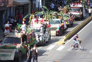 desfile_carroza_la_llora.jpg