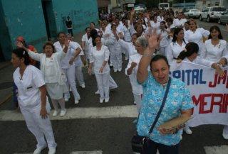 desfile_salud_barrio_adentro_3.jpg