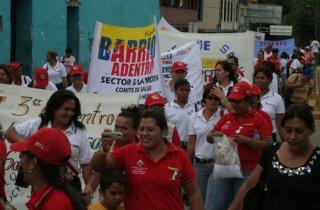 desfile_salud_barrio_adentro_2.jpg
